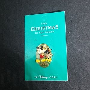 NWT 1995 Christmas At Out House Pin